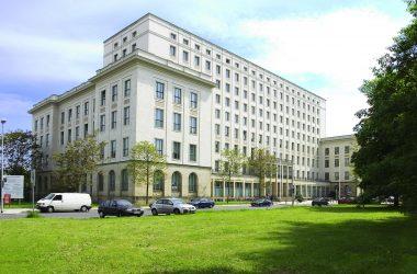 Gebäudeansicht der Hochschule für Technik und Wirtschaft Dresden