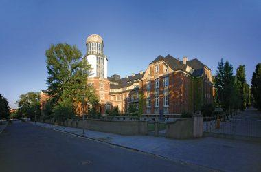 Gebäudeansicht der Technischen Universität Dresden